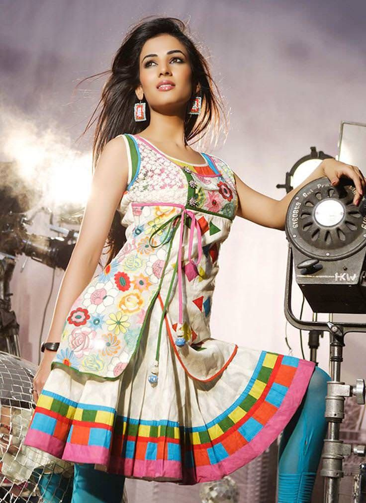 Look casual at home, comfortable in office, relaxed for a day out, and glamorous in party with best collection of floral printed cotton kurtis in this summer. Here is something for all styles, just have a look. Kurti revolutionized typical Indian fashion of ethnic wear and becomes the most favorite style statement. It nicely combines … Continue reading 10 Best Floral Print Cotton Kurtis
