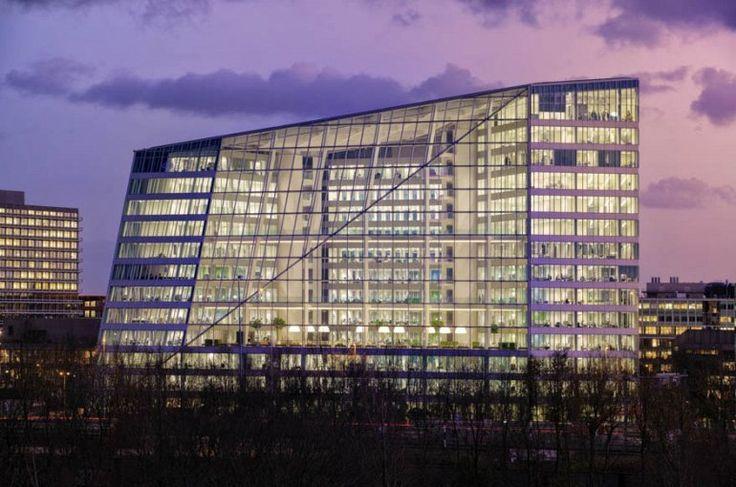 http://ru.esosedi.org/NL/NH/1000476460/the_edge_building/  The Edge Building – #Нидерланды #Северная_Голландия #Амстердам (#NL_NH) Пока мы с вами смотрим фантастические фильмы и думаем, когда же все эти умные технологии шагнут в нашу повседневность, в Амстердаме есть офис, где будущее уже наступило.