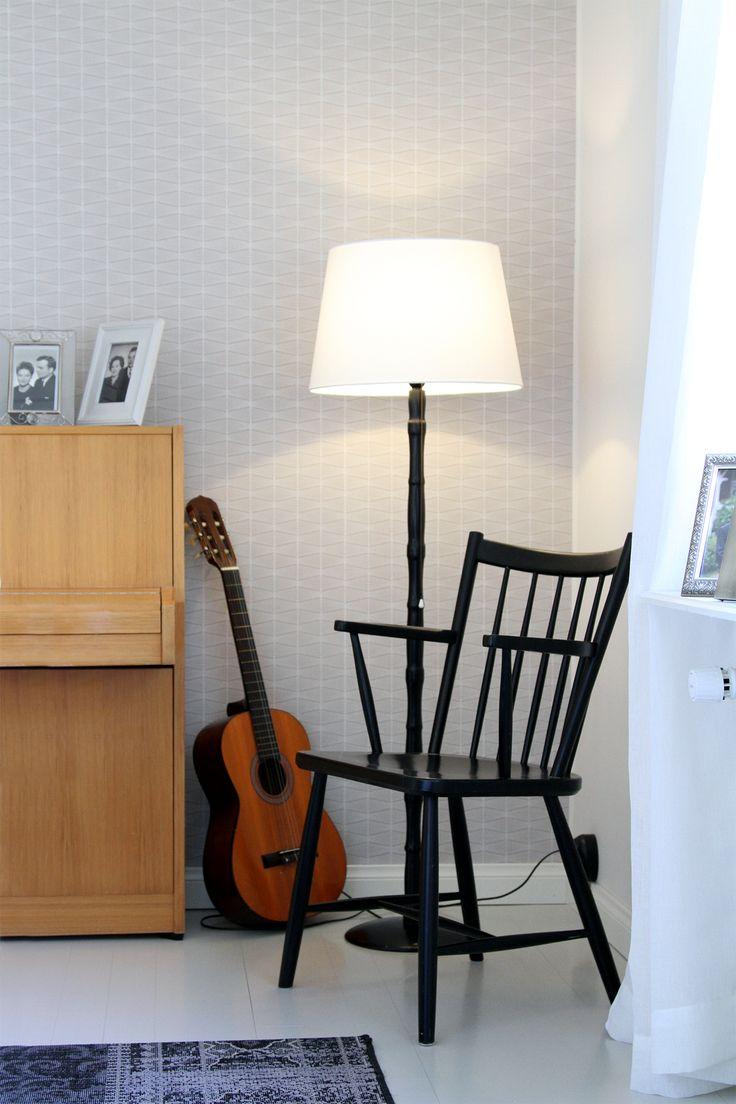 Vintage, retro. 50-luvun nojatuoli, käsinojallinen pinnatuoli, jalkalamppu.  50's armchair, floor lamp.