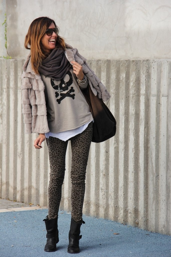 All the neutrals and the leopard print, and then you have the skull that just pulls it all together ♥♥