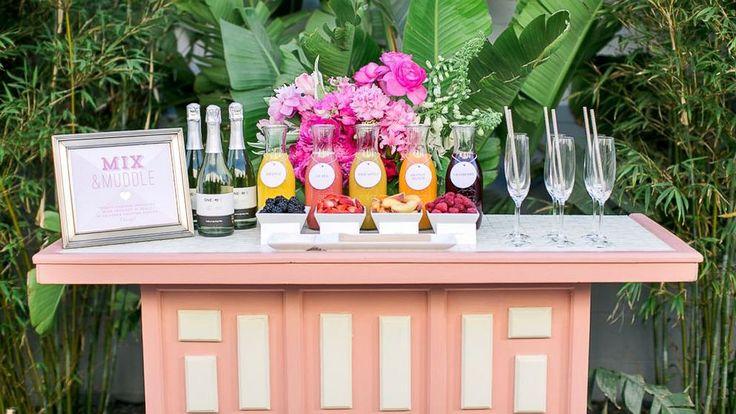 Gorgeous 30+ Fresh Wedding Drink Bar Ideas https://weddmagz.com/30-fresh-wedding-drink-bar-ideas/