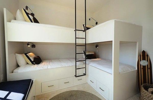 lits superposés//bunk beds
