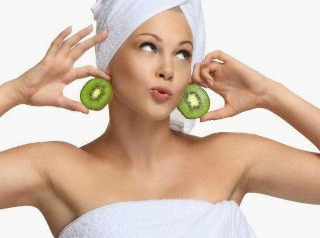 Tratamento de kiwi para a pele oleosa anti-envelhecimento