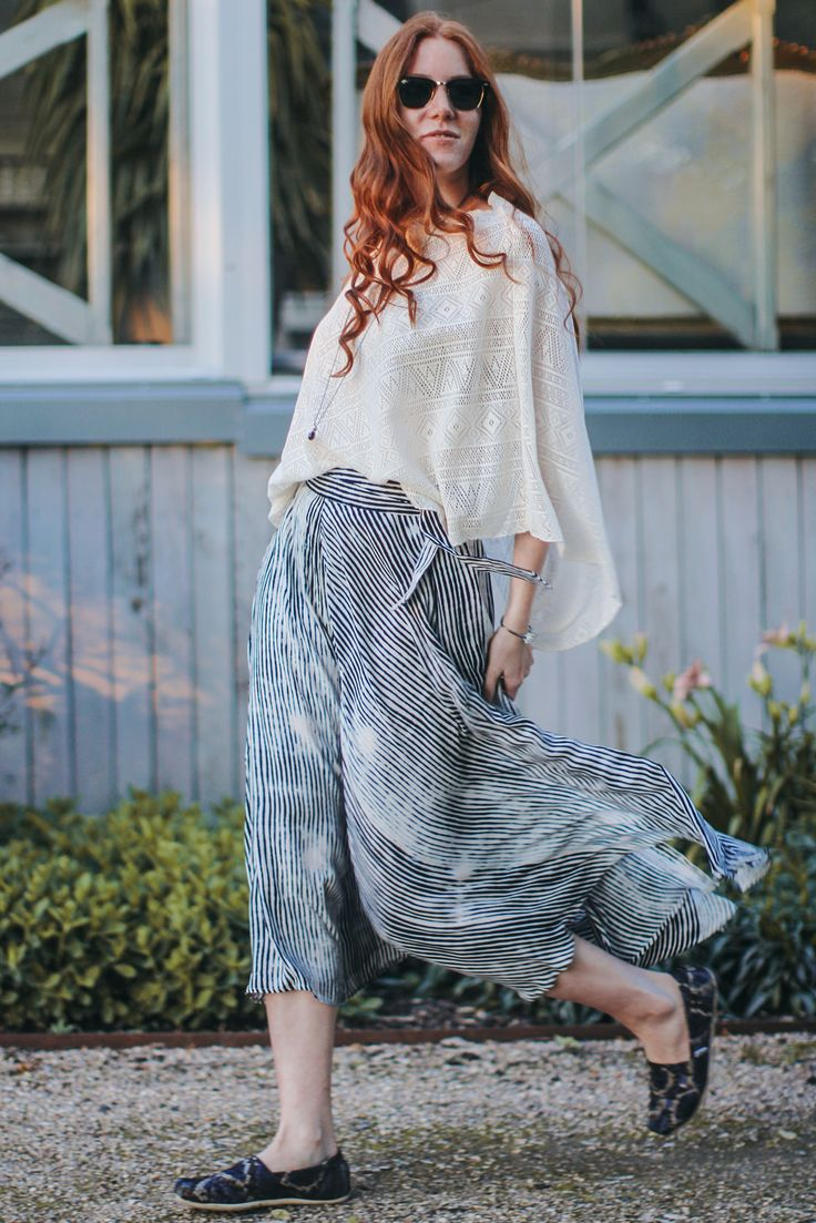skirt, blouse/ Lindex, shoes/TOMS, jewelery/ Trollbeads, glasses/ RayBan