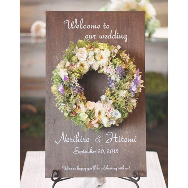 ... ローズマリーのグリーンとラナンキュラスのホワイトに ラベンダーで挿し色をプラス* ナチュラルでとってもお洒落なウェルカムボードに仕上がりました♡ . #ウェディング#wedding#ウェルカムボード#リース#ウェルカムリース#ナチュラル#ブライダル#結婚式