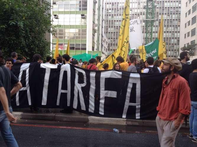 2º Grande Ato Contra a Tarifa (16/01/2015): PM usa bombas de gás para reprimir ato contra a tarifa em SP: Confusão teve início em frente ao prédio da Prefeitura de São Paulo, no centro; houve correria e depredação.