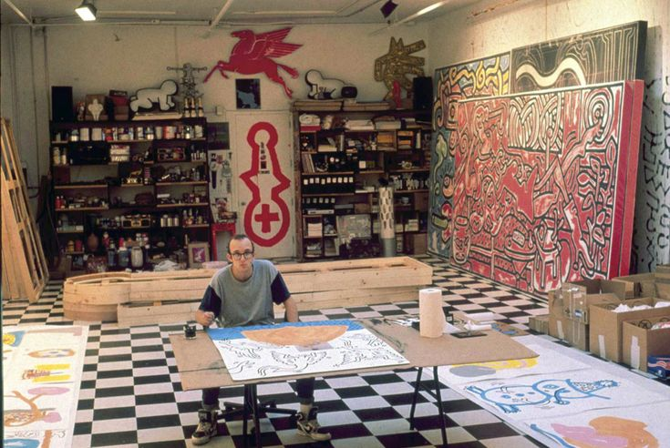 1988. Keith Haring in his Brooklyn, NY studio. AP Photo Copyright © artdaily.orgChalk Drawing