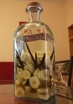 #Recette #Rhum arrangé banane-vanille - 1.5L de Rhum (de Martinique bien sur ;-) ) - 25cl de rhum ambré  - 4 bananes - 8 gousses coupées sur la longueur - 150 gr de sucre de canne roux