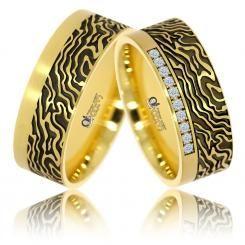 Verighete ATCOM lux AFRICA aur galben  Un model expresiv si plin de eleganta, la care s-au adaugat 10 cristale / diamante pe inelul de dama.