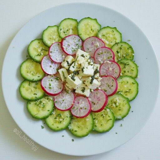 {Salade avec concombre, radis & feta à la coriandre avec une vinaigrette à la sauce soja et citron vert} ☆ IG: @all_healthyy