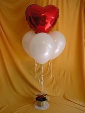 Create this lovely Valentine Balloon Bouquet with our step-by-step instructions.  #ValentinesGifts #BalloonDecorations