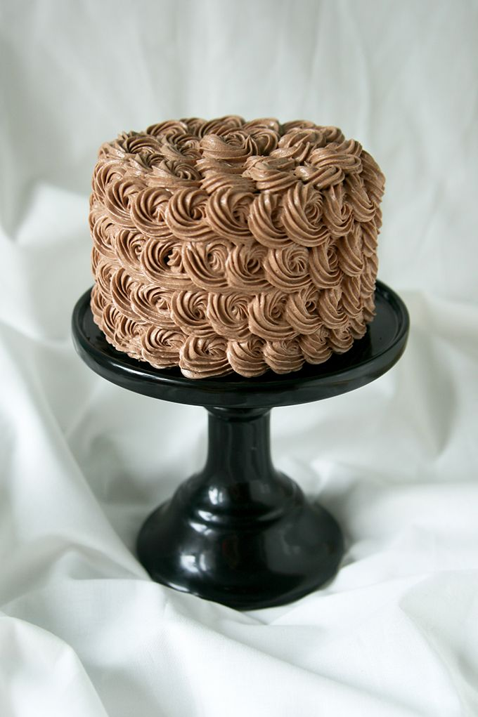 chocolate swiss meringue buttercream cake recept t rta. Black Bedroom Furniture Sets. Home Design Ideas