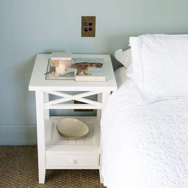 Wonderful beside either a bed or a sofa, this charming sea-side inspired side table features a handy lower drawer and shelf, perfect for your books and magazines, with a stylish glass inset top. A classic piece with lovely crosspiece detailing, finished in a fresh white, that will work within both traditional and contemporary settings.