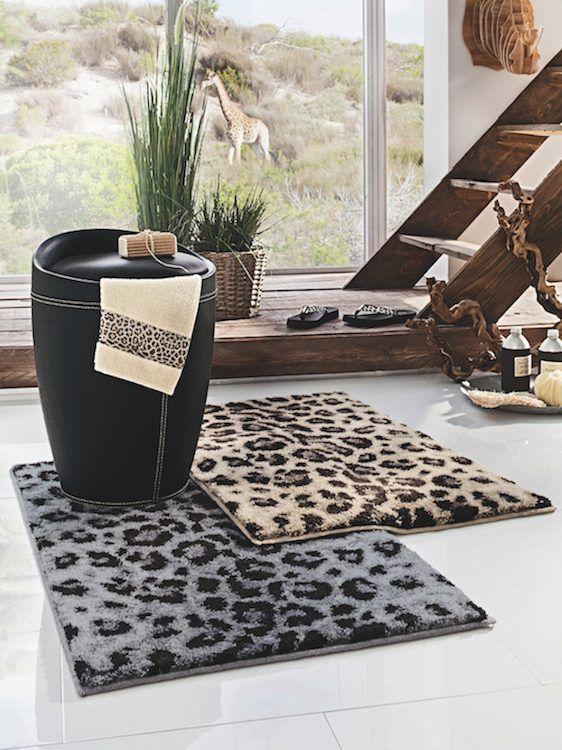 Notre sélection Déco Jungle : Tapis de bain + tabouret à linge de GRUND chez HELLINE | #fashion #accessoire #jungle #léopard #mode #déco #salledebain #tapis