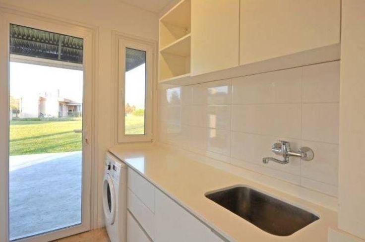 lavadero: Cocinas de estilo clásico por Parrado Arquitectura