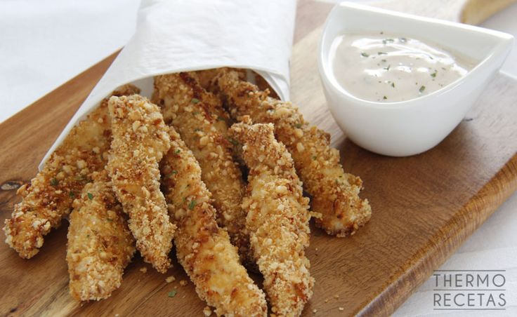 Esta receta de pollo crujiente con avellanas está deliciosa. Sírvela acompañada de tus salsas favoritas en un picoteo informal...ya verás como vuelan!!