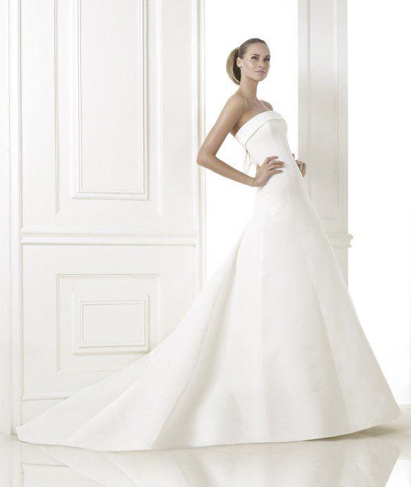 Lovely Pronovias presents the wedding dress Kaisha
