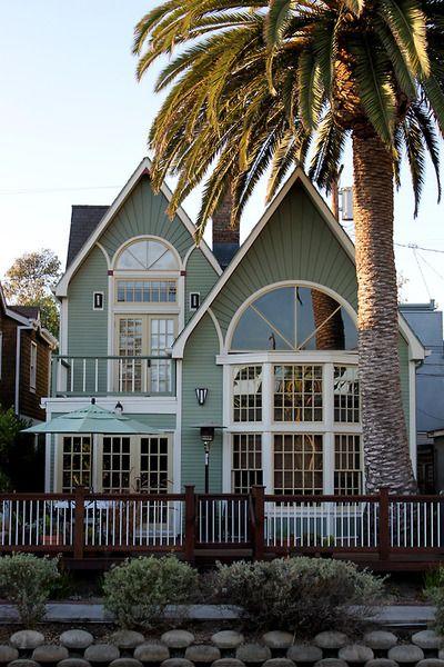 Dream Beach Cottage With Neutral Coastal Decor: Victorian Style Beach House