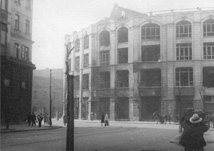 Widok z ulicy Bielańskiej w kierunku Arsenału.