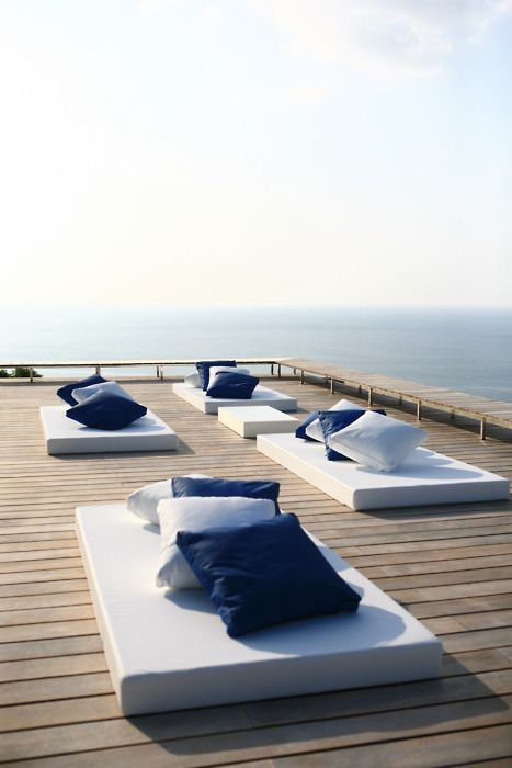 Wide bleached deck with blue and white cushions