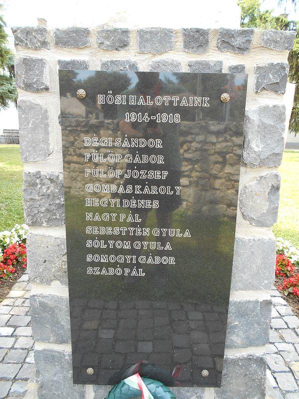 Világháborús emlékmű (Monoszló) http://www.turabazis.hu/latnivalok_ismerteto_2586 #latnivalo #monoszlo #turabazis #hungary #magyarorszag #travel #tura #turista #kirandulas