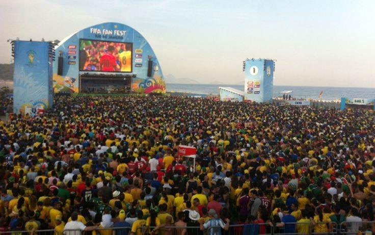 Fifa Fan Fest recebe milhares de torcedores na Orla de Copacabana