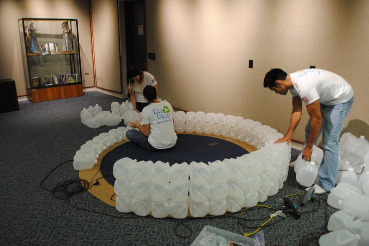 Meer dan 1000 idee n over melkkan igloo op pinterest for How to build an igloo out of milk jugs
