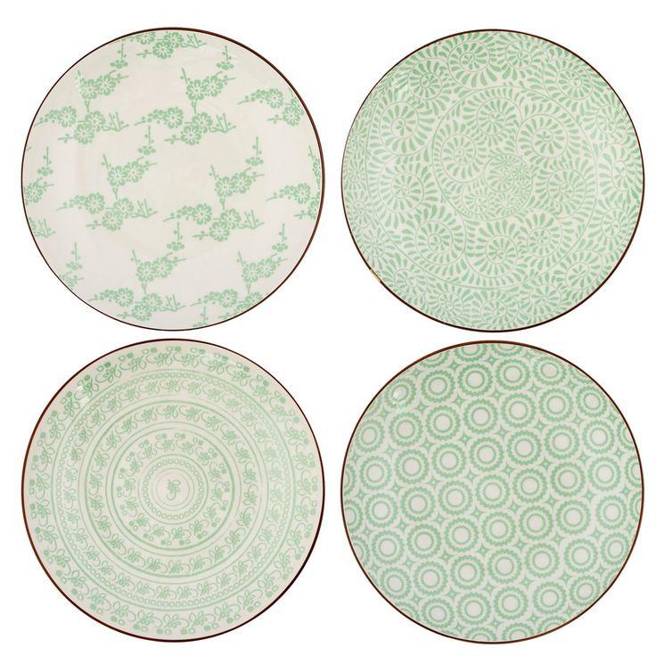 Oscar & Clothilde  Tallrik Hida är vackert mönstrade små tallrikar i benporslin, fungerar även som assietter. Setet innehåller 4 tallrikar i olika mönster som alla går i ljusa gröntoner mot beige bakgrund. De vackra trycken med inspiration från indiska mönster skapar ett enhetligt men ändå varierat intryck i dukningen när tallrikarna kombineras tillsammans.  Levereras i förpackning innehållande fyra olika tallrikar med diametern 21,5cm.  Tål maskindisk. 359SEK