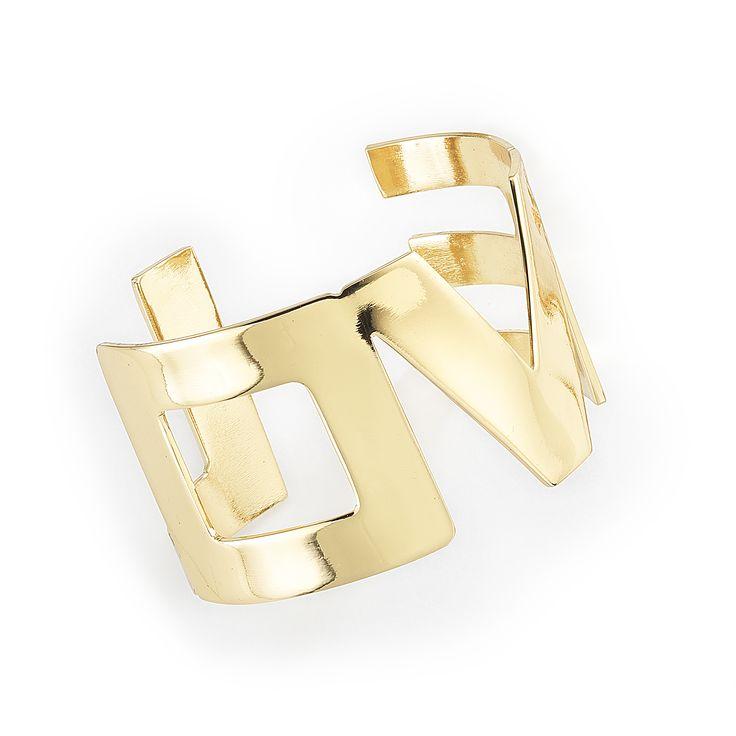 Original pulsera con la palabra LOVE en su estructura. Elaborada en 4 baños de oro de 18 Kl. Medida única.