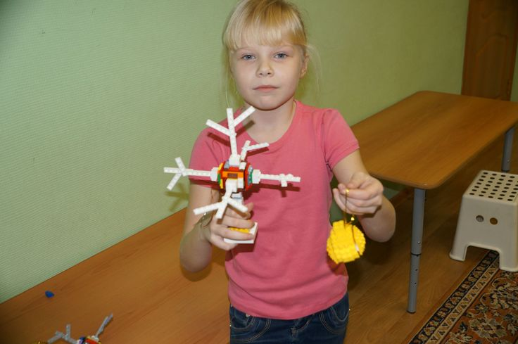Лего-снежинка и шарик для украшения Новогодней елки