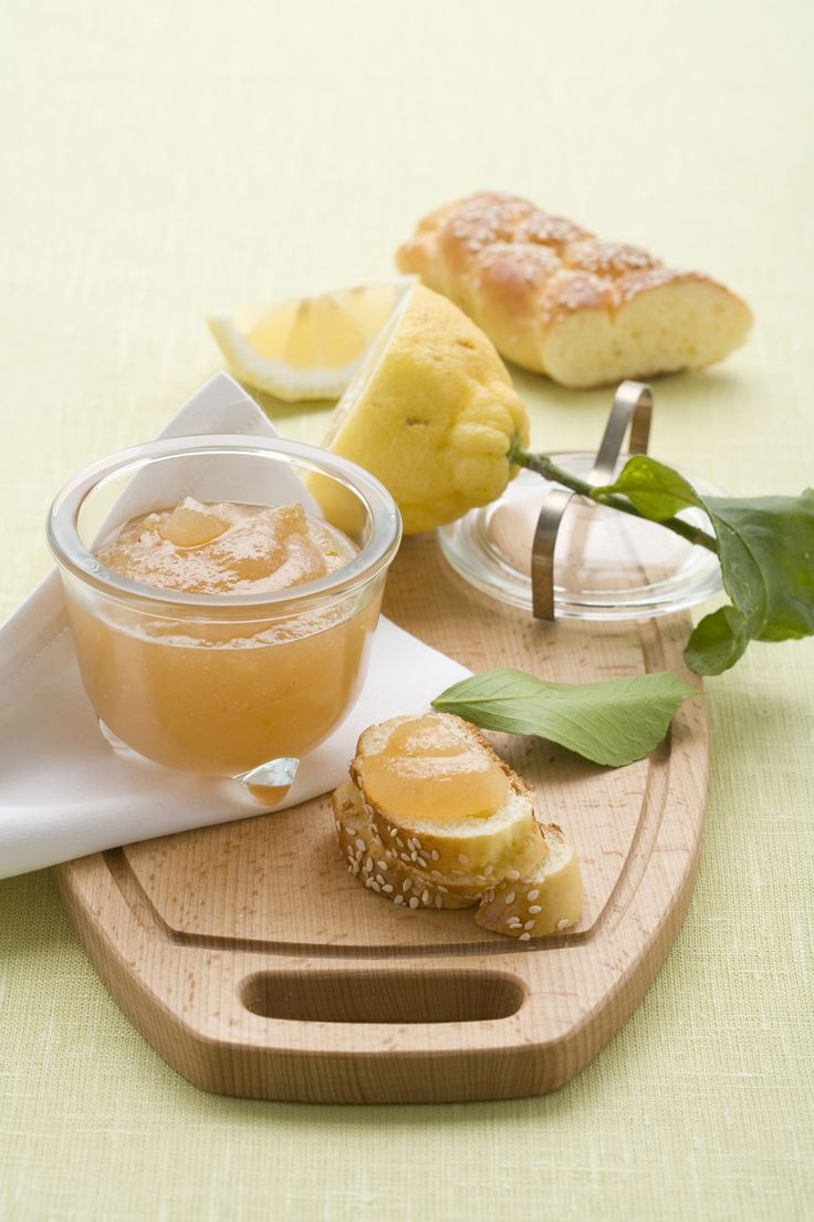 Marmellata di limoni con le scorze : Scopri come preparare questa deliziosa ricetta. Facile, gustosa e adatta ad ogni occasione. Questo conserve e confetture ha un tempo di preparazione di 2 ore 15 minuti.