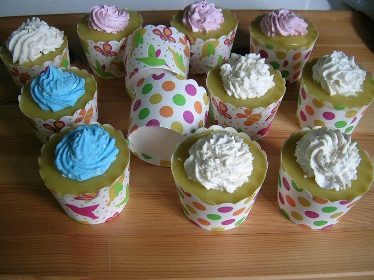ambachtelijke zeep / cup cakes www.sieradenenzeep.nl
