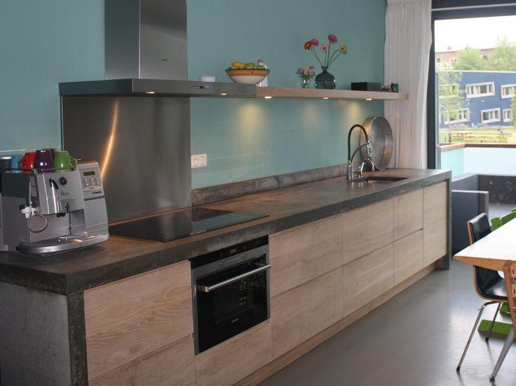 Basis Ikea, eiken houten frontjes - beton(look) - kleur muur