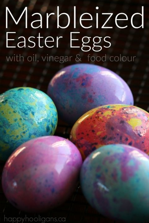 Marbleized Easter Eggs with vinegar, oil and food colouring. A stunning effect for homemade dyed eggs - Happy Hooligans