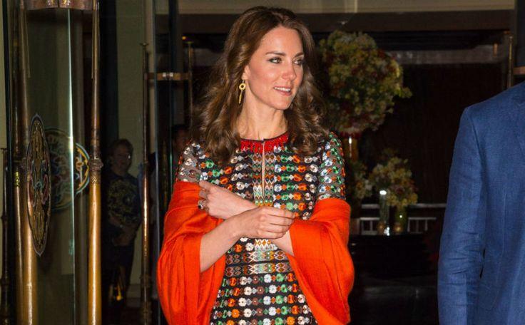 Wie draagt de kleurrijke jurk van Tony Burch beter: hertogin Kate of Drew Barrymore?