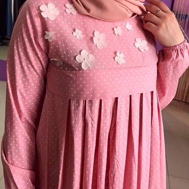 """351 Likes, 29 Comments - Исламская одежда (@malyabisshop) on Instagram: """"✅Платье выполнено из штапель шелка и гепюра ✅Цвет коричневый ✅цена 5700."""""""