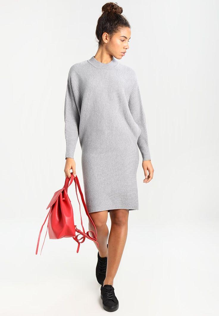 ¡Consigue este tipo de vestido de punto de Morgan ahora! Haz clic para ver los detalles. Envíos gratis a toda España. Morgan Vestido de punto gris chine: Morgan Vestido de punto gris chine Ropa   | Material exterior: 82% poliacrílico, 10% poliéster, 8% poliamida | Ropa ¡Haz tu pedido   y disfruta de gastos de enví-o gratuitos! (vestido de punto, lana, wool, knit, knitted, woven, woolen, knitted dress, strickkleid, vestido tejido, robe au tricot, vestito lavorato, punto)