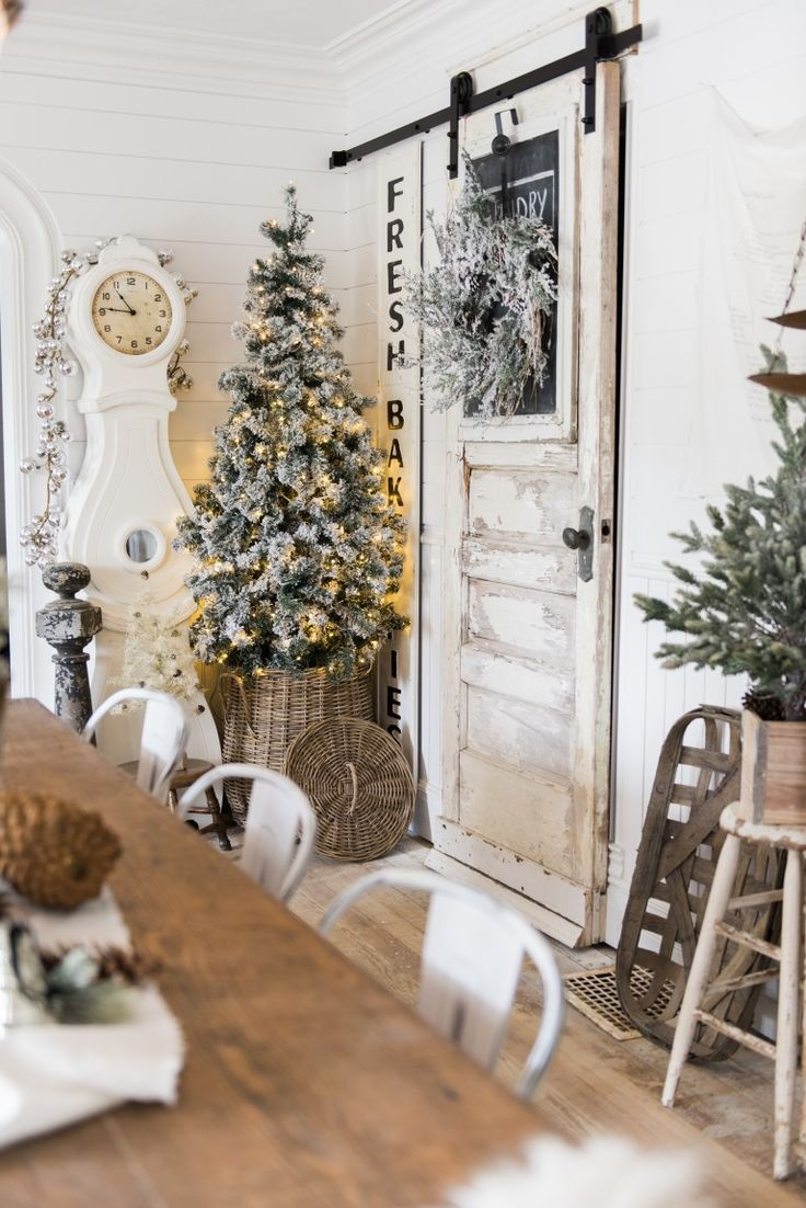 White rustic christmas decor - Rustic Glam Christmas Farmhouse Dining Room A Must Pin For Farmhouse Christmas Decor