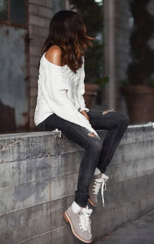 Erica Hoida looks cosy and comfortable in this fall outfit, consisting of an off the shoulder cable knit sweater, distressed grey jeans, and a pair of faux sheepskin boots. We love the simplicity of this look. Brands not specified.