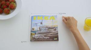 Ikea sfotte Apple con uno spot volto a promuovere il proprio catalogo come se fosse un cellulare della casa di Cupertino