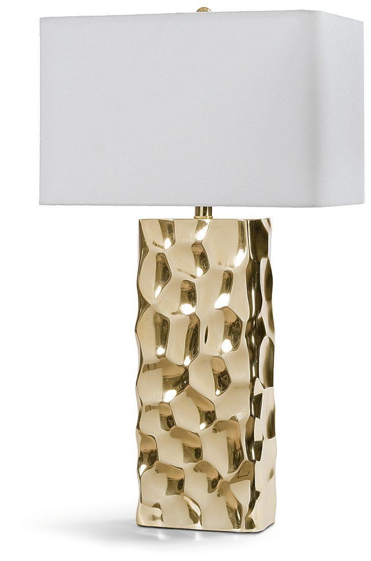Изысканная настольная лампа с золотым основанием и светлым абажуром.  Основание лампы имеет интересную рельефную поверхность. Сочетание золотого и белого делает лампу универсальной по стилю, она с легкостью дополнит как современный, так и классический инт...             Материал: Металл, Ткань.              Бренд: Hampton Lighting.              Стили: Арт-деко, Классика и неоклассика.              Цвета: Белый, Желтый.