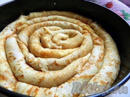 Для приготовления блинного пирога понадобится: готовые тонкие блины - 10-12 шт.; творог 0% - 500 г; сахар - 1-2 ст. л.; яйцо - 1 шт.; ваниль...