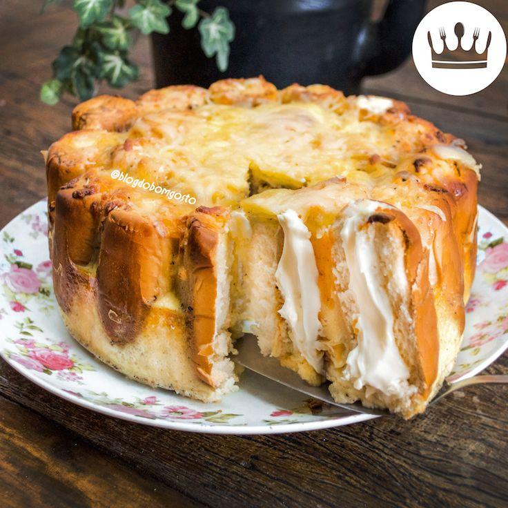 Uma torta com uma combinação perfeita: bisnaguinha com requeijão! *-* Não faltava na lancheira da escola e agora vai fazer sucesso saindo do seu forno! Bom vídeo!