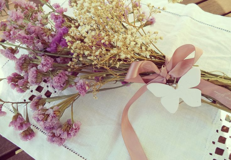 White clay butterfly and flowers | www.inlove.pt