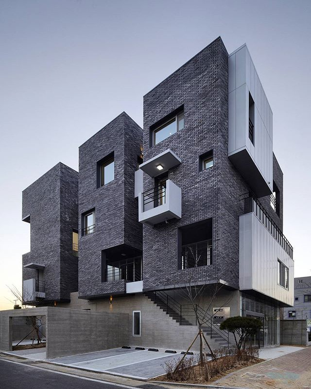 H 1115-7 (2015) by A.E.A _ Atelier Espa:ce Architectes In 1115-7 Hyangchon-dong, Sacheon, Gyeongsangnam-do, Corea del Sur Photo: Kim Yong Kwan #SouthKorea  www.facebook.com/amazingarchitecture✔️ #amazingarchitecture  #architecture  #design  #contemporary  #architecten #nofilter #architect #arquitectura  #iphoneonly #instaarchitecture #love #Architektur  #architecture  #architettura #concept  #interiordesign  #photooftheday  #luxury #luxurious  #アーキテクチャ.  #Ākitekucha  #instatravel #travel…