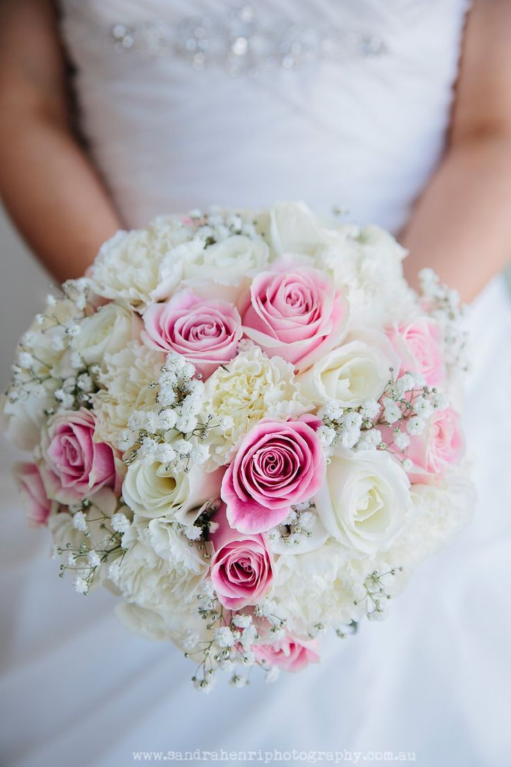 Classic Rose and Baby's Breath Bouquet by Blooms + Twine Floral Studio // Photography by Sandra Henri Photography