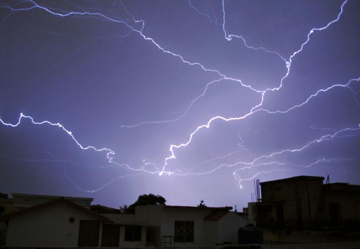 米仏の稲妻、世界最大・最長と認定 放電距離321km、7.74秒持続 #稲妻 #自然 #空 #sky