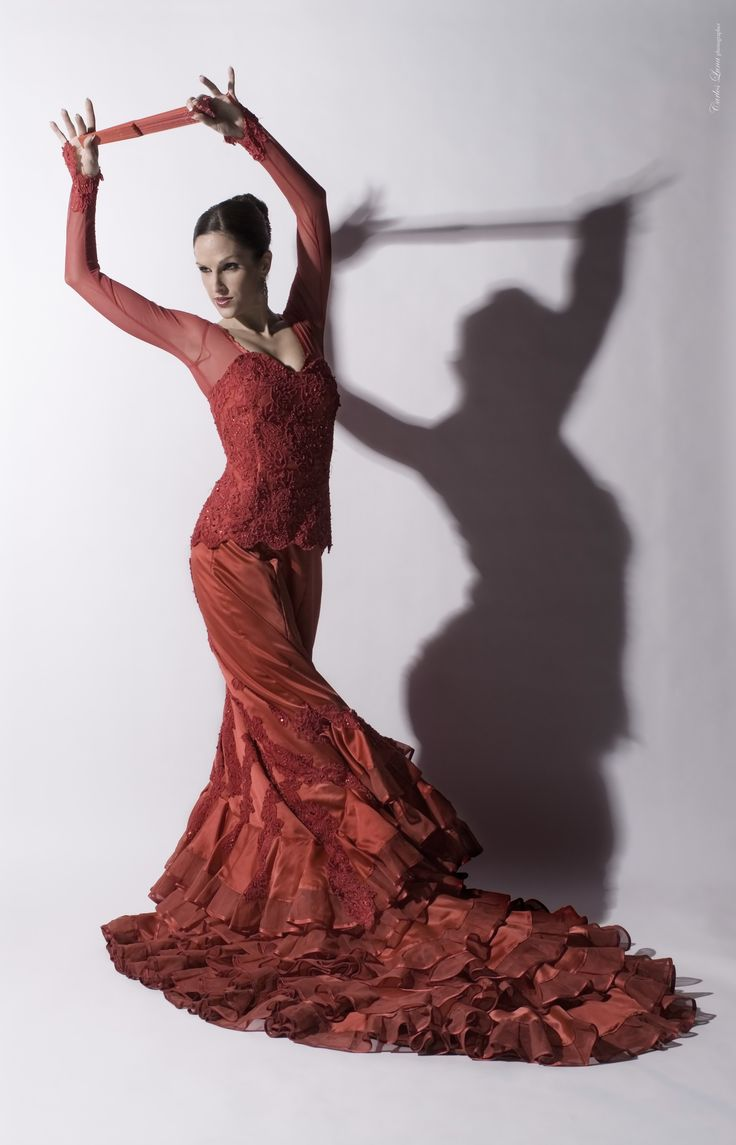 Flamenco Dress: Red Lace Carlos Luna's photo of dancer Maria Vega, via www.mariavega.eu
