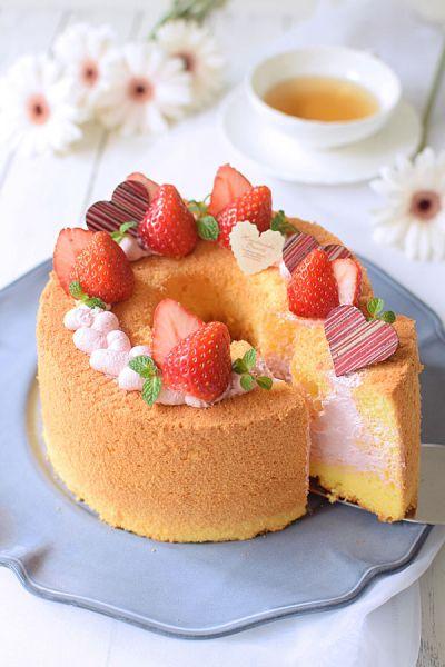 「ストロベリー☆ピンク生シフォンケーキ」hitomi | お菓子・パンのレシピや作り方【cotta*コッタ】