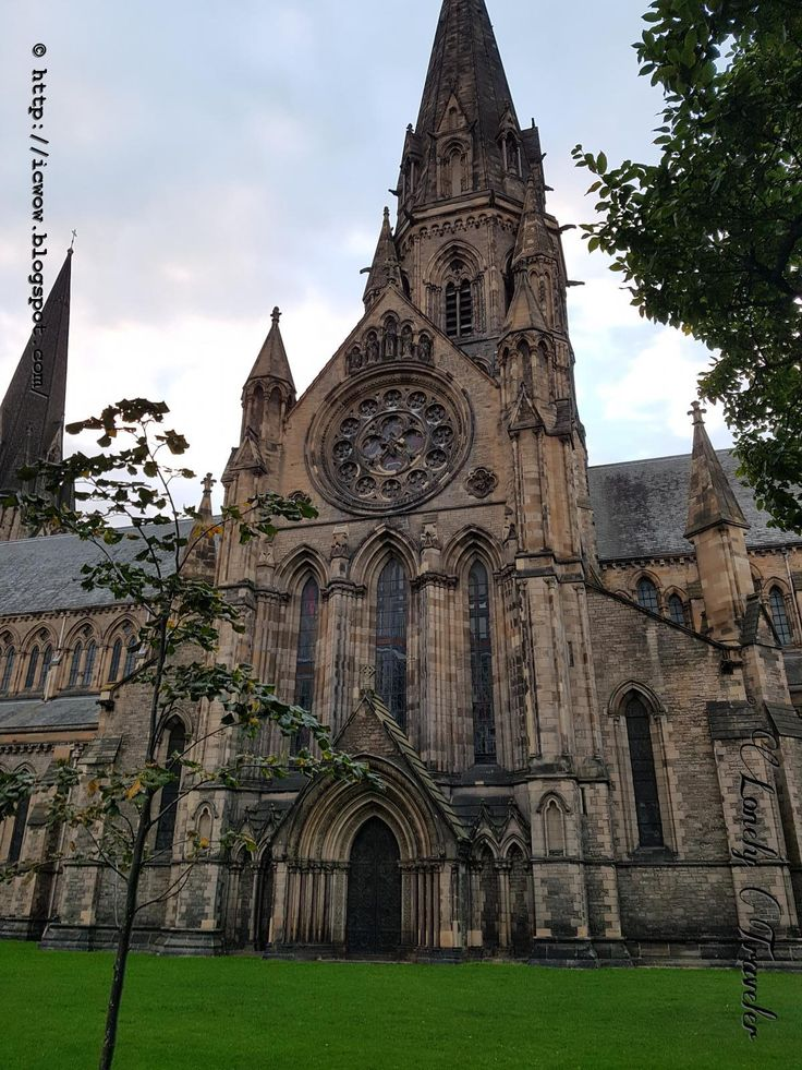 St Mary's Cathedral is a nice cathedral from Edinburgh city of Scotland. It was near the Haymarket of the town. This edifice is very rich with architectural beauty.